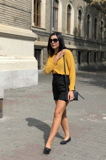 Camasa dama SunShine mustarie eleganta cu croi larg din material usor transparent cu maneca lunga