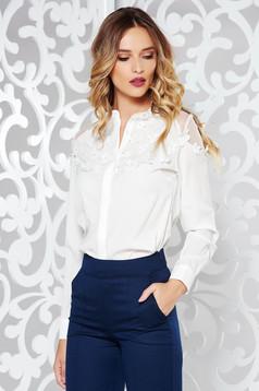 Camasa dama alba eleganta cu croi larg din material usor transparent cu aplicatii florale cu efect 3d