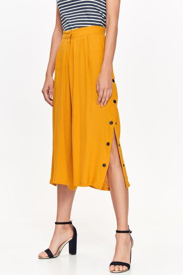 Pantaloni Top Secret galbeni casual cu talie inalta din material vaporos cu un croi evazat