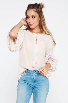 Bluza dama crem casual brodata cu croi larg din material neelastic cu maneci clopot