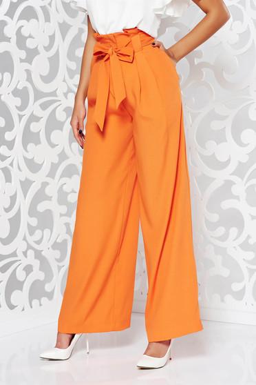 Pantaloni portocalii eleganti evazati cu talie inalta din stofa usor elastica accesorizati cu cordon