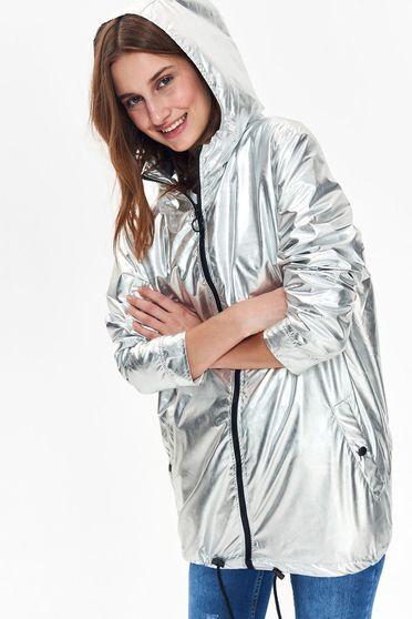 Geaca Top Secret argintie casual cu croi larg din material lucios cu gluga nedetasabila si buzunare