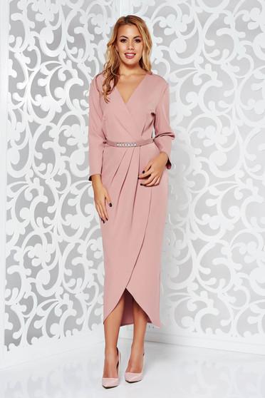 Rochie rosa eleganta cu decolteu cu maneca 3/4 din stofa subtire usor elastica cu accesoriu tip curea