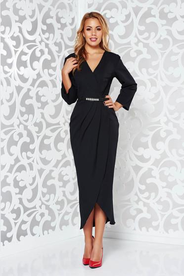Rochie neagra eleganta cu decolteu cu maneca 3/4 din stofa subtire usor elastica cu accesoriu tip curea