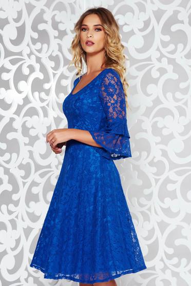 Rochie StarShinerS albastra eleganta in clos din dantela cu decolteu in v cu maneci clopot