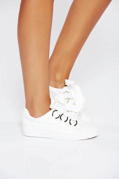 Pantofi sport albi casual din piele ecologica cu talpa usoara si cu accesorii metalice