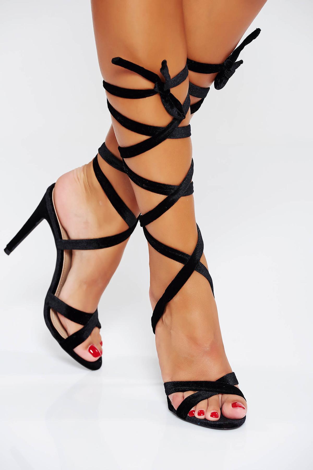Sandale negre de ocazie cu barete subtiri