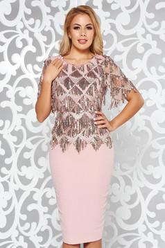 Rochie rosa de ocazie tip creion cu aplicatii cu paiete broderie in fata