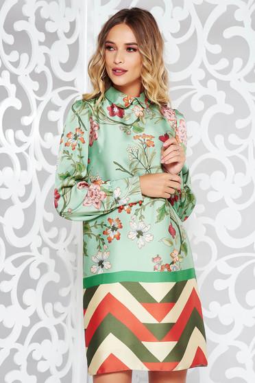 Rochie PrettyGirl verde eleganta cu croi larg cu imprimeu floral din material satinat