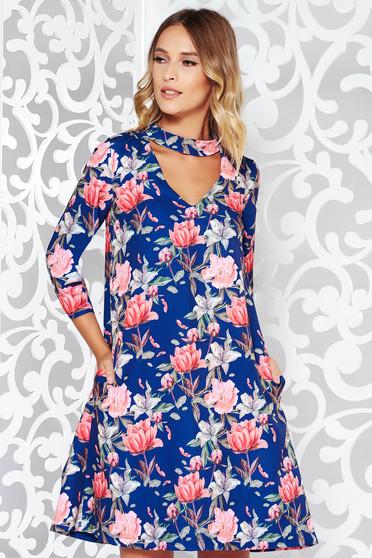Rochie StarShinerS albastra eleganta cu croi larg cu maneca 3/4 material fin la atingere cu imprimeu floral