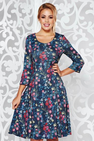 Rochie albastra de zi midi in clos din material moale tricotata cu maneci trei-sferturi