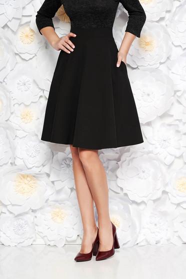 Fusta StarShinerS neagra eleganta in clos cu talie inalta din stofa usor elastica