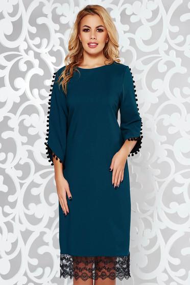 Rochie verde-inchis eleganta cu croi larg din material usor elastic cu aplicatii de dantela si ciucuri