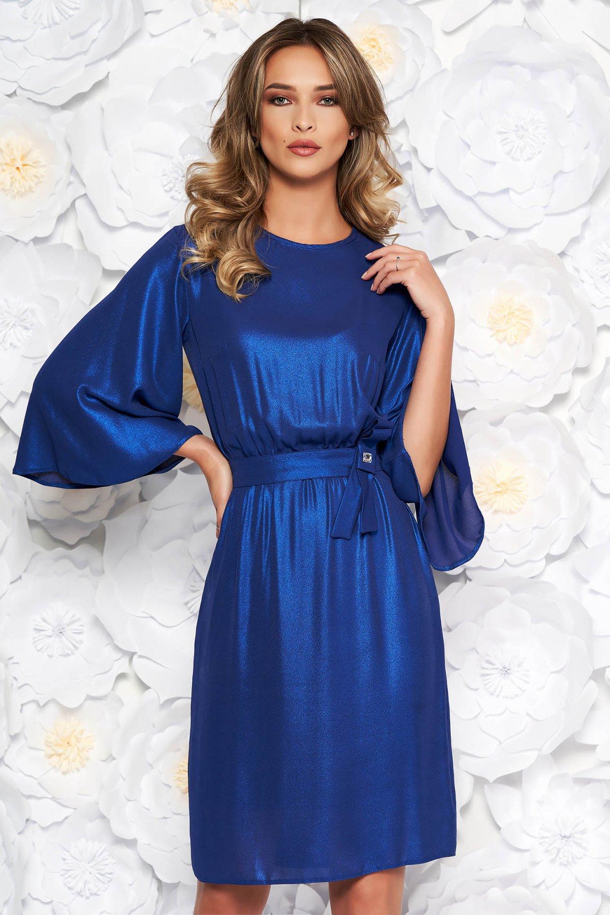 Rochie StarShinerS albastra de ocazie in clos din material subtire captusita pe interior cu elastic in talie
