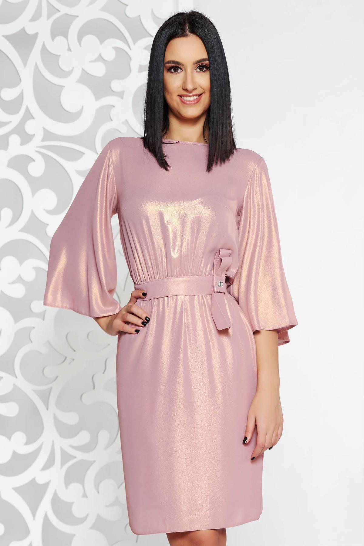 Rochie StarShinerS rosa de ocazie in clos din material subtire captusita pe interior cu elastic in talie
