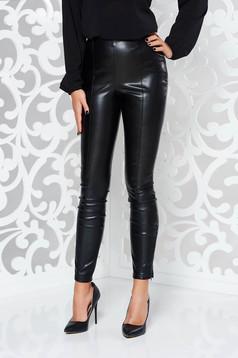 Pantaloni negri cu un croi mulat din piele ecologica cu talie inalta