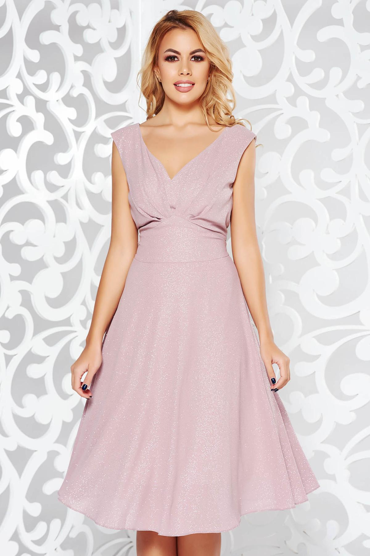 Rochie rosa de ocazie din material lucios captusita pe interior cu decolteu in v