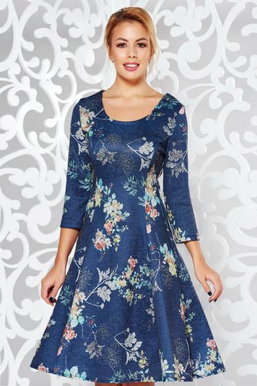 Rochie albastra-inchis de zi midi in clos material tricotat din material usor elastic cu imprimeuri florale