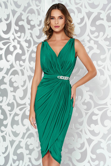 Rochie verde de ocazie petrecuta cu un croi mulat material subtire accesorizata cu pietre stras