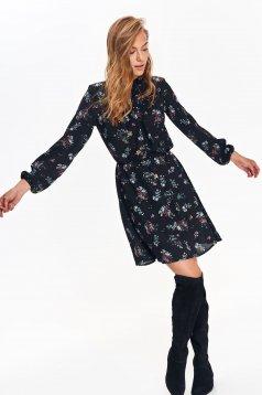 Rochie Top Secret neagra de zi in clos cu maneca lunga material subtire cu imprimeu floral