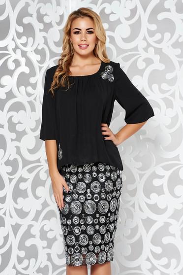 Rochie neagra de ocazie midi din tesatura metalica cu luciu captusita pe interior cu suprapunere cu voal