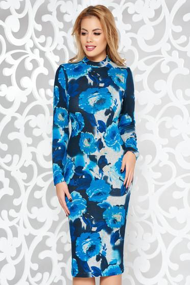 Rochie StarShinerS albastra de zi midi pe gat cu un croi mulat din material tricotat cu maneci lungi