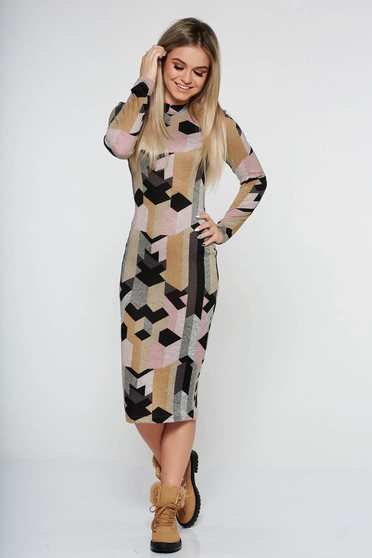 Rochie StarShinerS mustarie de zi midi pe gat cu un croi mulat din material tricotat cu maneci lungi
