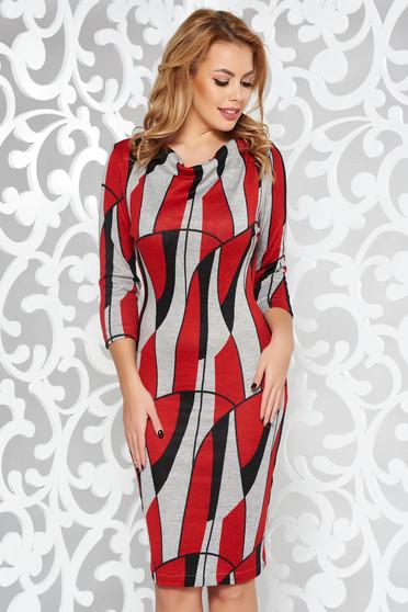 Rochie StarShinerS rosie de zi cu un croi mulat din material tricotat cu maneci trei-sferturi