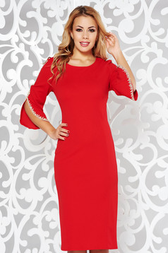 Rochie rosie eleganta tip creion din material elastic cu insertii de broderie cu maneci trei-sferturi