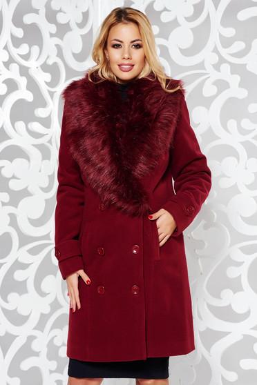 Palton visiniu elegant drept din stofa captusit pe interior cu guler din blana si cu buzunare