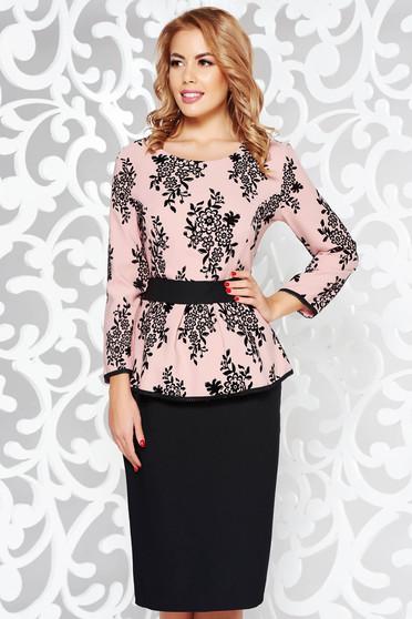 Rochie rosa eleganta tip creion din stofa subtire usor elastica cu peplum