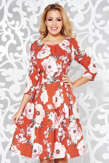 Rochie caramizie eleganta in clos din stofa usor elastica cu imprimeu floral