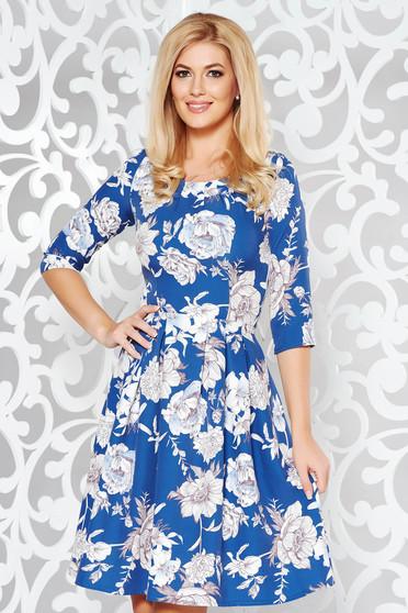 Rochie albastra eleganta in clos din stofa usor elastica cu imprimeu floral