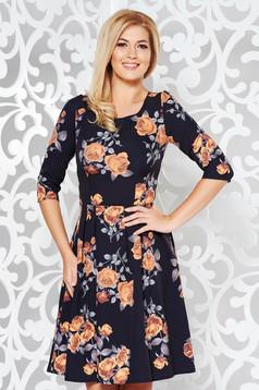 Rochie neagra eleganta in clos cu maneca 3/4 din stofa usor elastica cu imprimeu floral