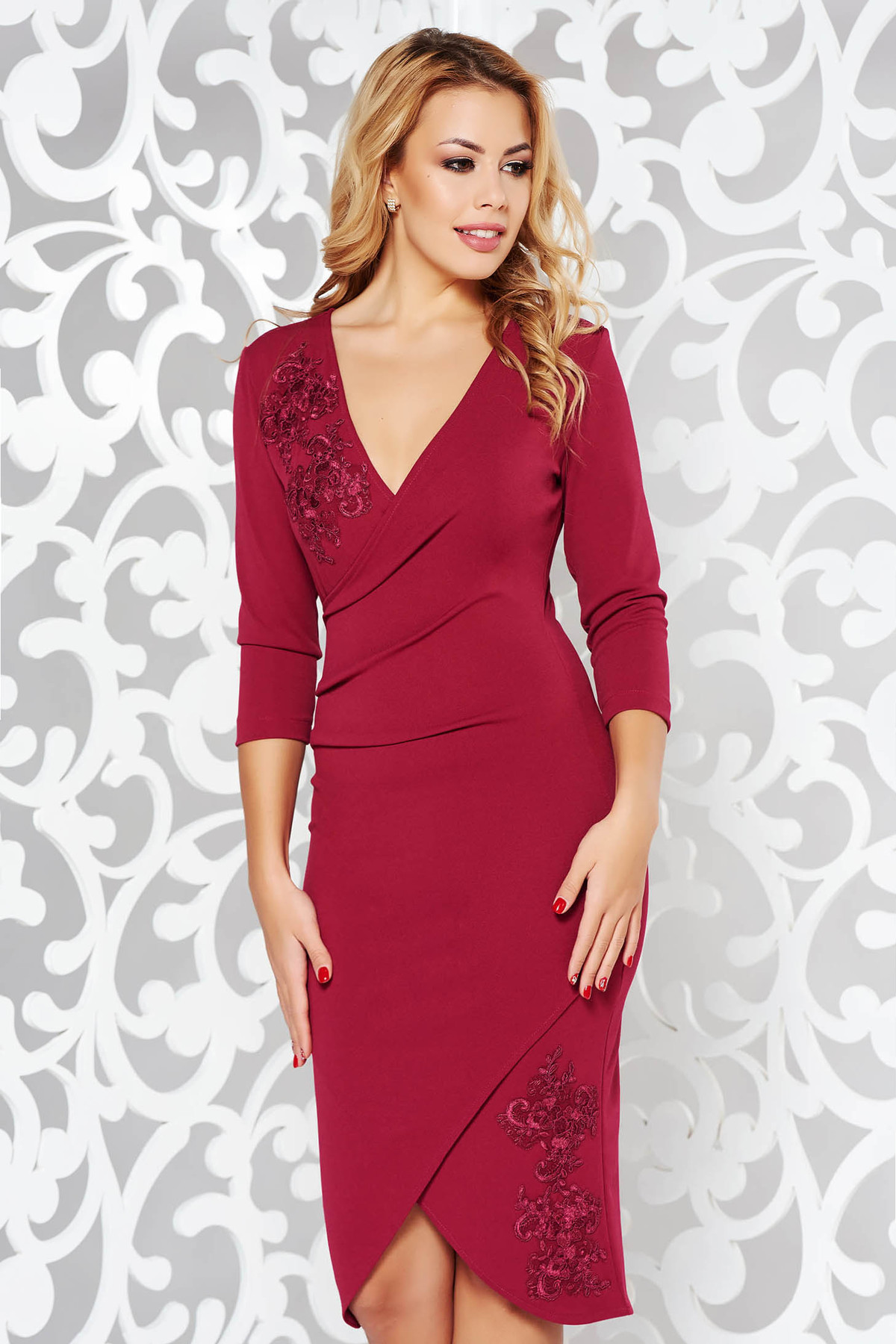 Rochie StarShinerS visinie eleganta cu un croi mulat din stofa elastica subtire cu aplicatii de dantela tricotata
