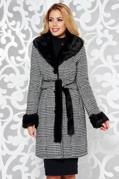 Palton negru elegant cu un croi cambrat din stofa in carouri imblanit accesorizat cu cordon