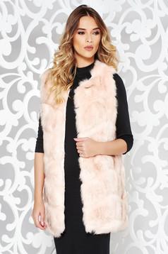 Vesta rosa din blana ecologica cu croi larg captusit pe interior cu buzunare