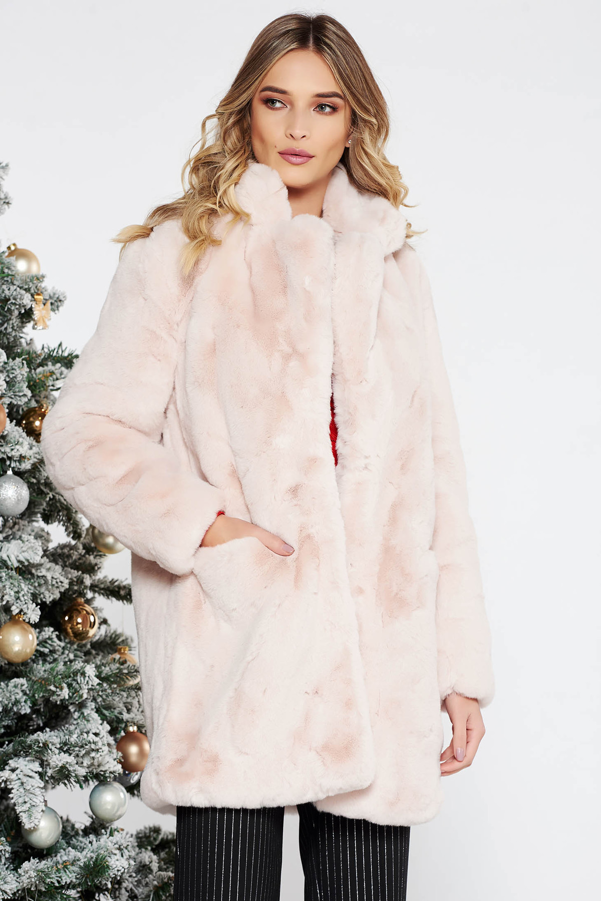 Blana roz deschis eleganta din blana ecologica captusita pe interior cu buzunare