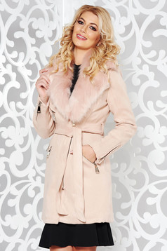 Geaca rosa casual din material catifelat captusita pe interior cu guler din blana si buzunare