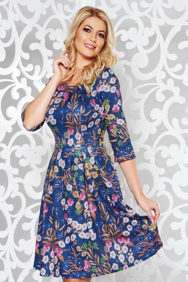 Rochie albastra de zi in clos din material tricotat cu imprimeuri florale