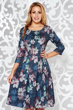 Rochie neagra de zi in clos din material tricotat cu imprimeuri florale