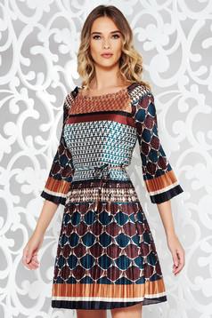 Rochie SunShine maro de zi plisata din material satinat accesorizata cu cordon
