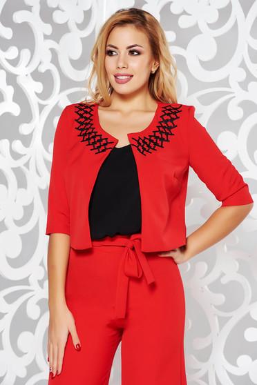 Sacou StarShinerS rosu elegant tip bolero cu un croi drept din stofa usor elastica cu insertii de broderie