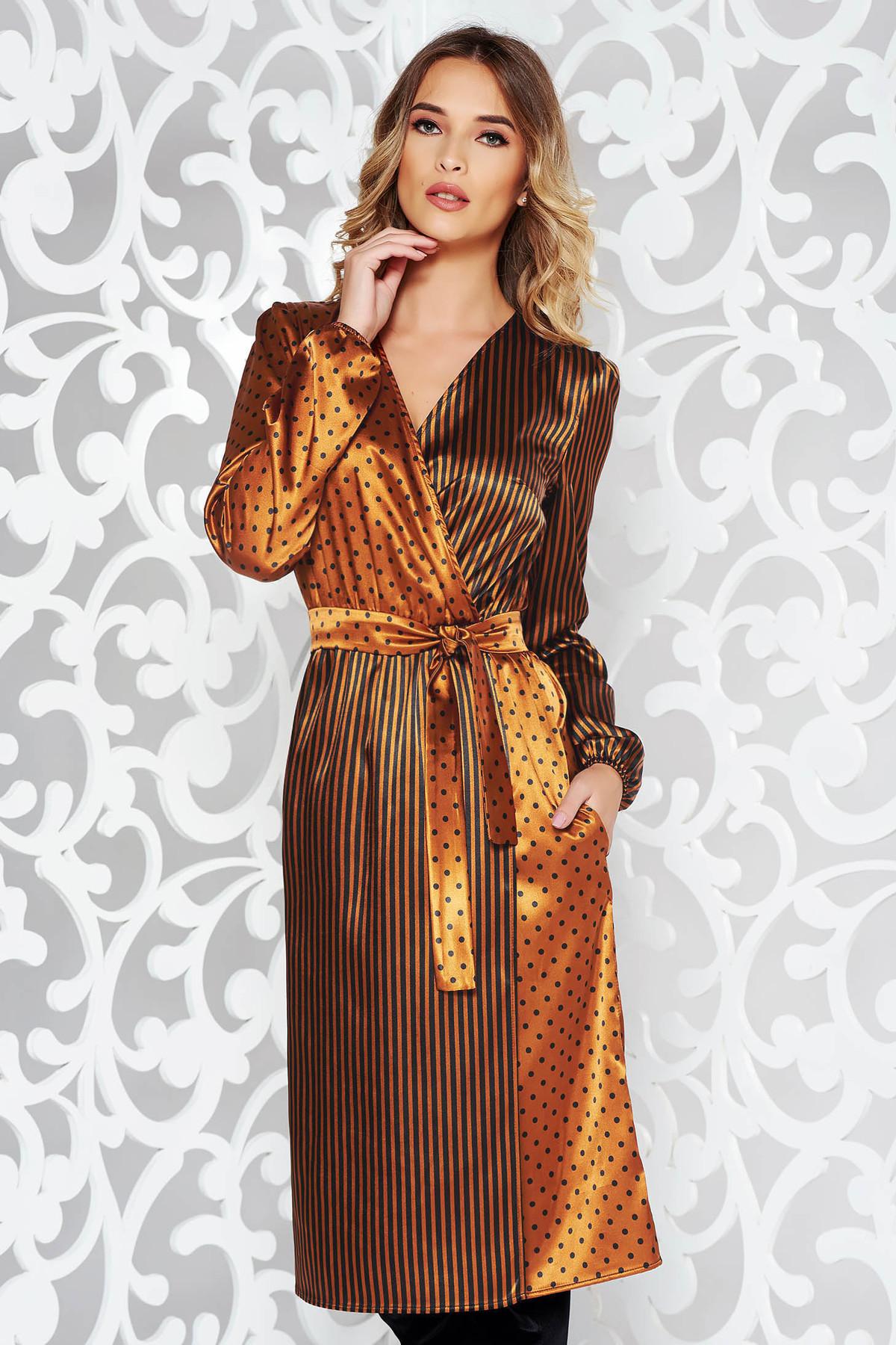 Rochie StarShinerS maro eleganta midi petrecuta din material satinat accesorizata cu cordon