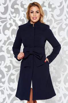 Palton Artista albastru-inchis elegant in clos captusit pe interior accesorizat cu cordon cu fundita