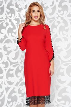 Rochie rosie eleganta cu croi larg din material usor elastic cu aplicatii de dantela si ciucuri