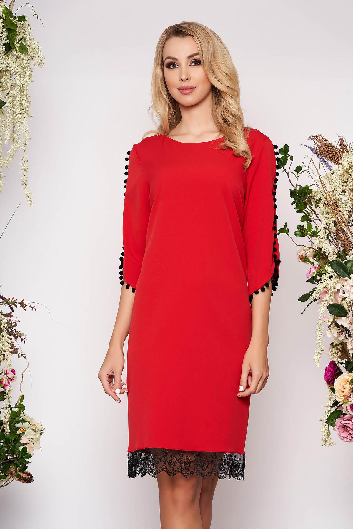 Rochie rosie eleganta cu un croi drept din material usor elastic cu aplicatii de dantela cu ciucuri
