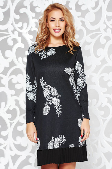 Rochie neagra casual cu croi larg din material usor elastic cu volanase la baza rochiei