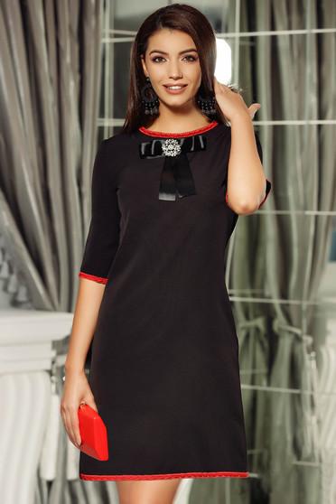 Rochie Fofy neagra eleganta cu croi in A accesorizata cu o fundita