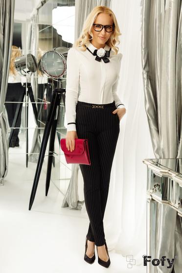 Camasa dama Fofy alba office cu un croi mulat accesorizata cu brosa